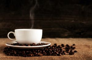Captan a mujer de 70 años envenenando el café de su esposo