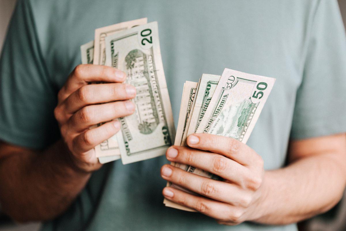 Según un estudio, los cheques de estímulo no alcanzan para cubrir un mes de gastos en las ciudades más asequibles de Estados Unidos
