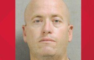Policía acusado de robar en 14 ocasiones en un Walmart de Texas; no le importaba estar en servicio y uniformado