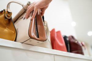 Ahorra hasta un 20% en estas carteras de marcas famosas para mujer