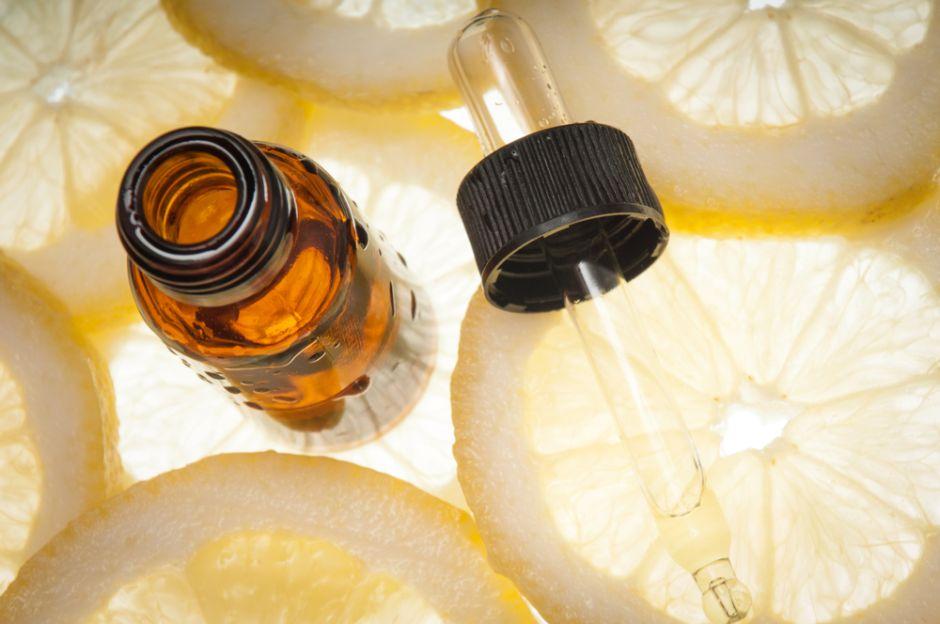 3 productos de vitamina C con ácido hialurónico para eliminar manchas e hidratar la piel