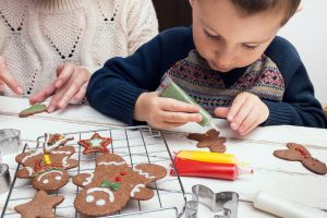 Los 5 productos que necesitas para hacer galletas festivas con tus hijos en casa