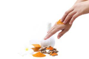 Estos son los 3 beneficios que provee la cúrcuma a la piel
