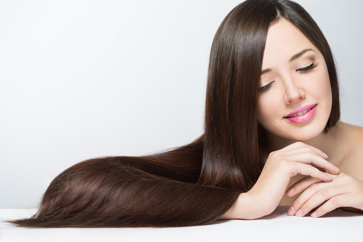 Los mejores productos con componentes naturales para reparar y nutrir tu cabello