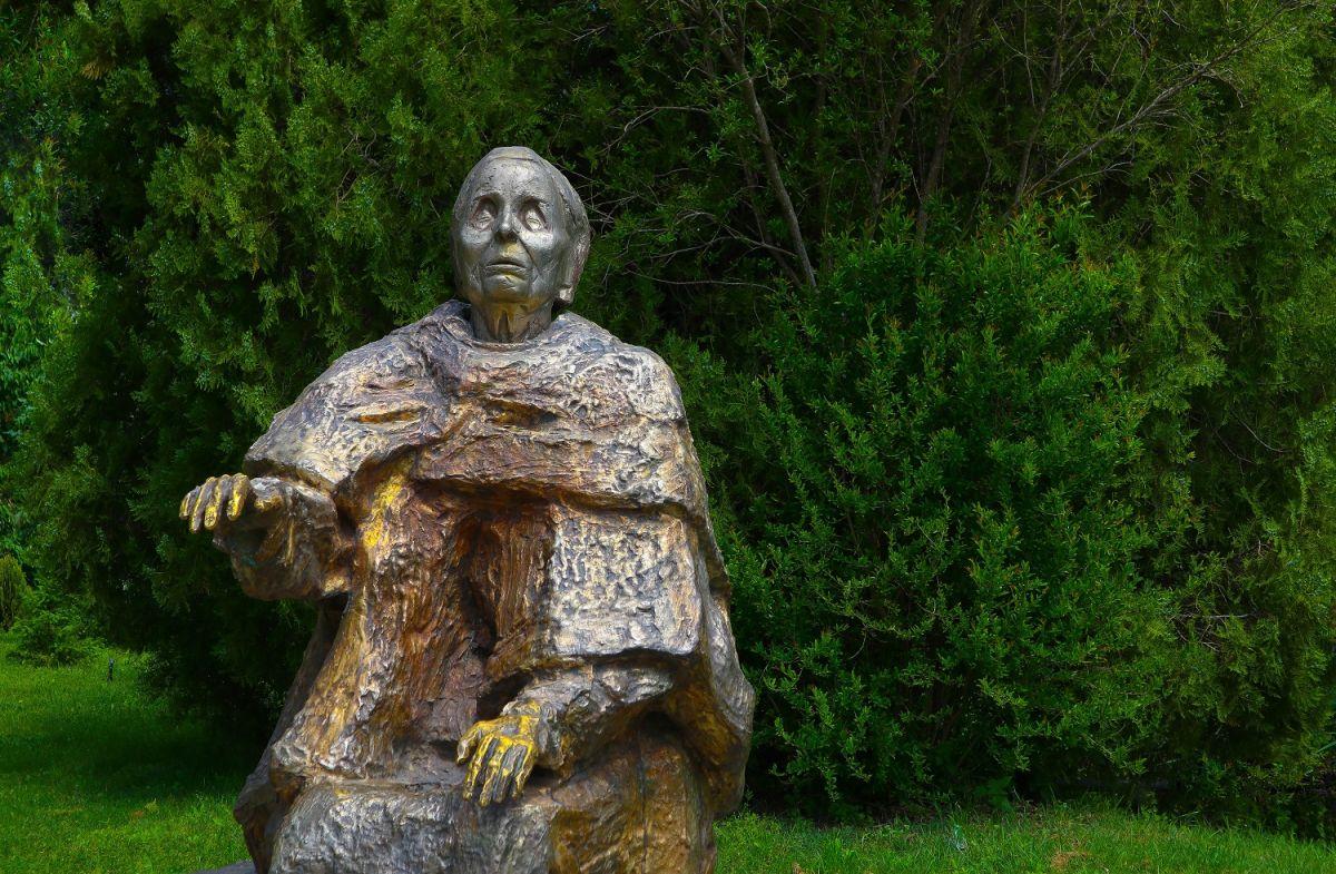 La profeta ciega Baba Vanga habría pronosticado la enfermedad de Trump