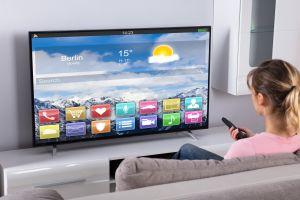 Los mejores Smart TVs por menos de $250 solo HOY por el Prime Day de Amazon
