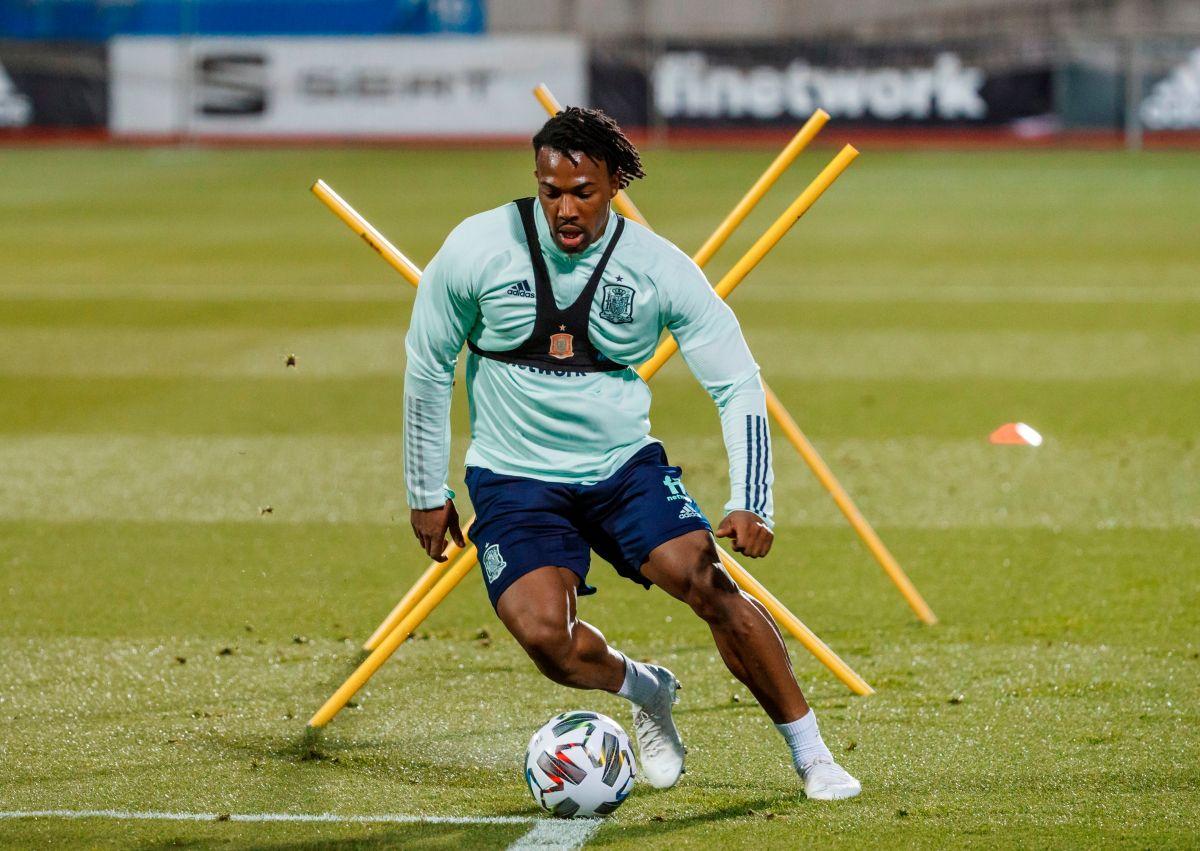 """Adama Traoré, el jugador que tiene locos a los grandes clubes europeos, reveló su """"aceitoso"""" secreto del éxito"""