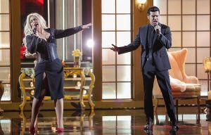 Mira a Angélica Vale caracterizada y cantando como Christina Aguilera