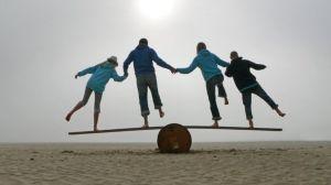 Por qué los seres humanos estamos perdiendo el equilibrio y qué podemos hacer para recuperarlo