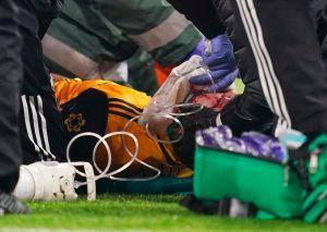Raúl Jiménez sufrió fractura de cráneo y fue operado con éxito