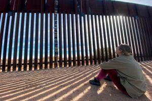 Republicanos pidieron investigar a Biden por suspender los pagos del muro en la frontera