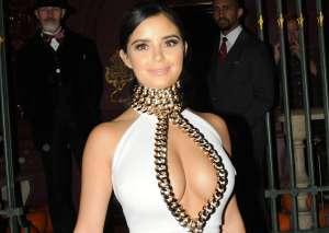 El trikini negro de Demi Rose no pudo abarcar el tamaño completo de sus sinuosas curvas