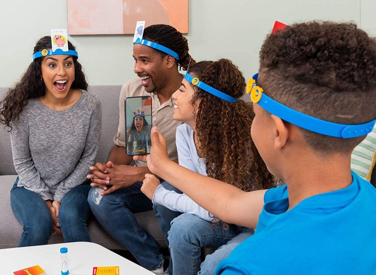 5 juegos que te ayudarán a entretener y mantener ocupados a tus hijos en la casa