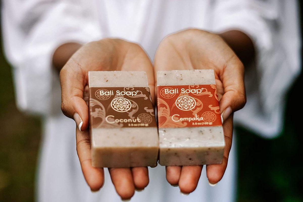 5 jabones naturales para limpiar y nutrir tu piel en cada baño