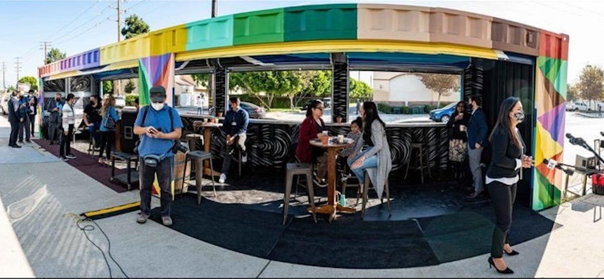 Pico Rivera convierte contenedores en sitios para comer al aire libre