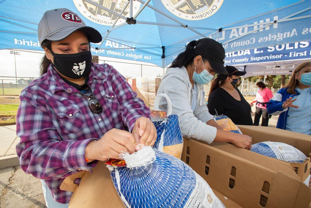 Arranca la repartición de pavos en las áreas más necesitadas de LA