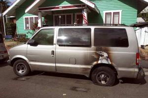 Prenden fuego a camioneta Van de Latino seguidor de Trump