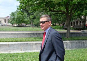 Trump indulta a su exasesor Michael Flynn, que se declaró culpable de mentir a FBI en investigación rusa