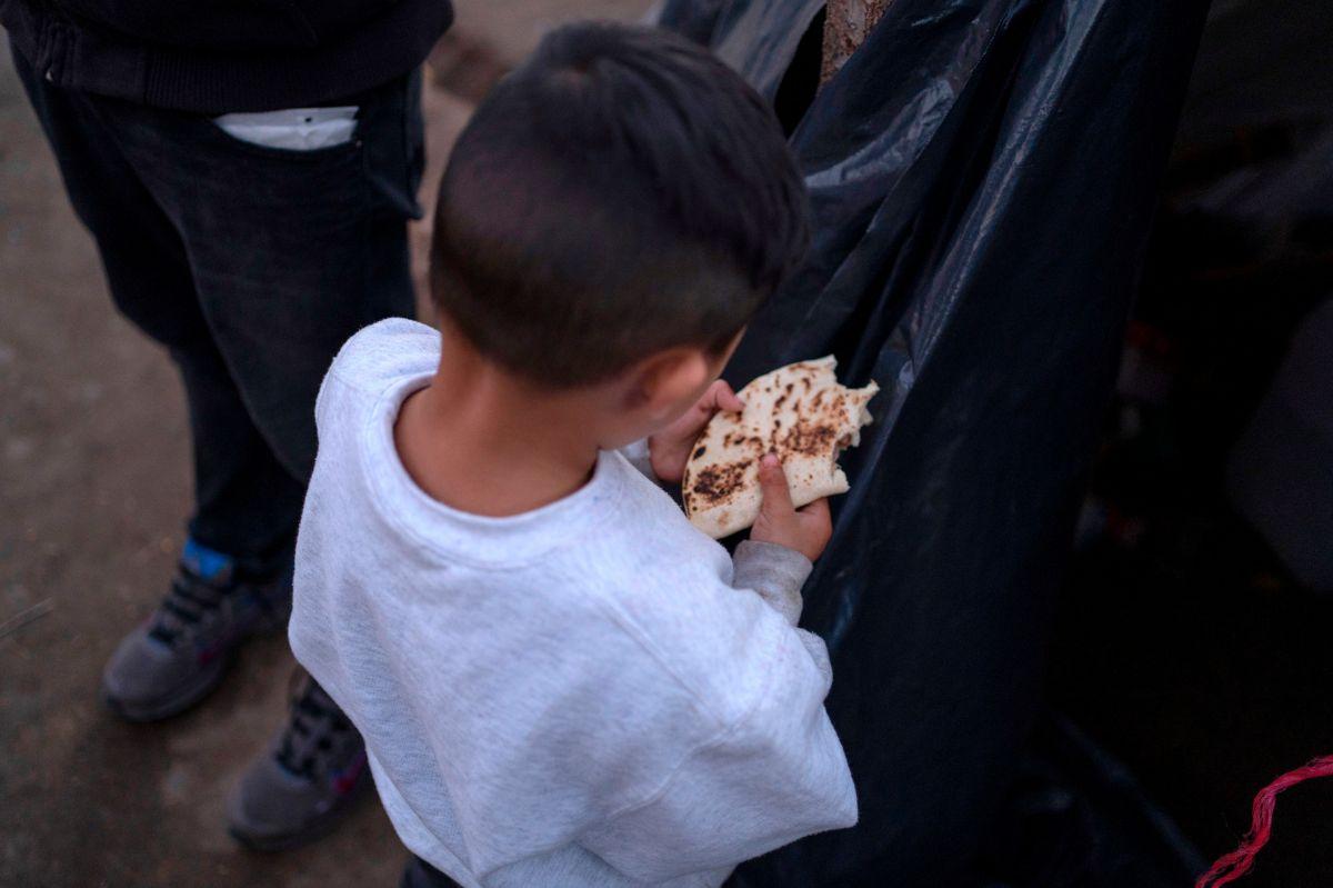 """Instan a Biden a cancelar políticas """"crueles"""" contra niños migrantes que impuso la Administración Trump"""