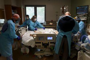 """Newsom advierte que los hospitales californianos están cerca del colapso y adelanta """"acciones drásticas"""""""