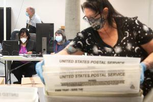 Republicanos de Arizona empujan leyes para limitar el voto por correo