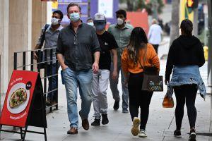 Gobernador de Carolina del Norte anunció que ya no se requerirá usar mascarillas en la mayoría de los lugares