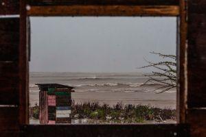 """Huracán Iota toca tierra en Nicaragua con """"vientos extremos y subida de la marea potencialmente mortal"""""""