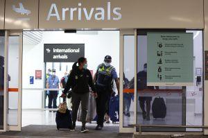 California anuncia medida de cuarentena a viajeros y recomienda evitar reuniones en Thanksgiving