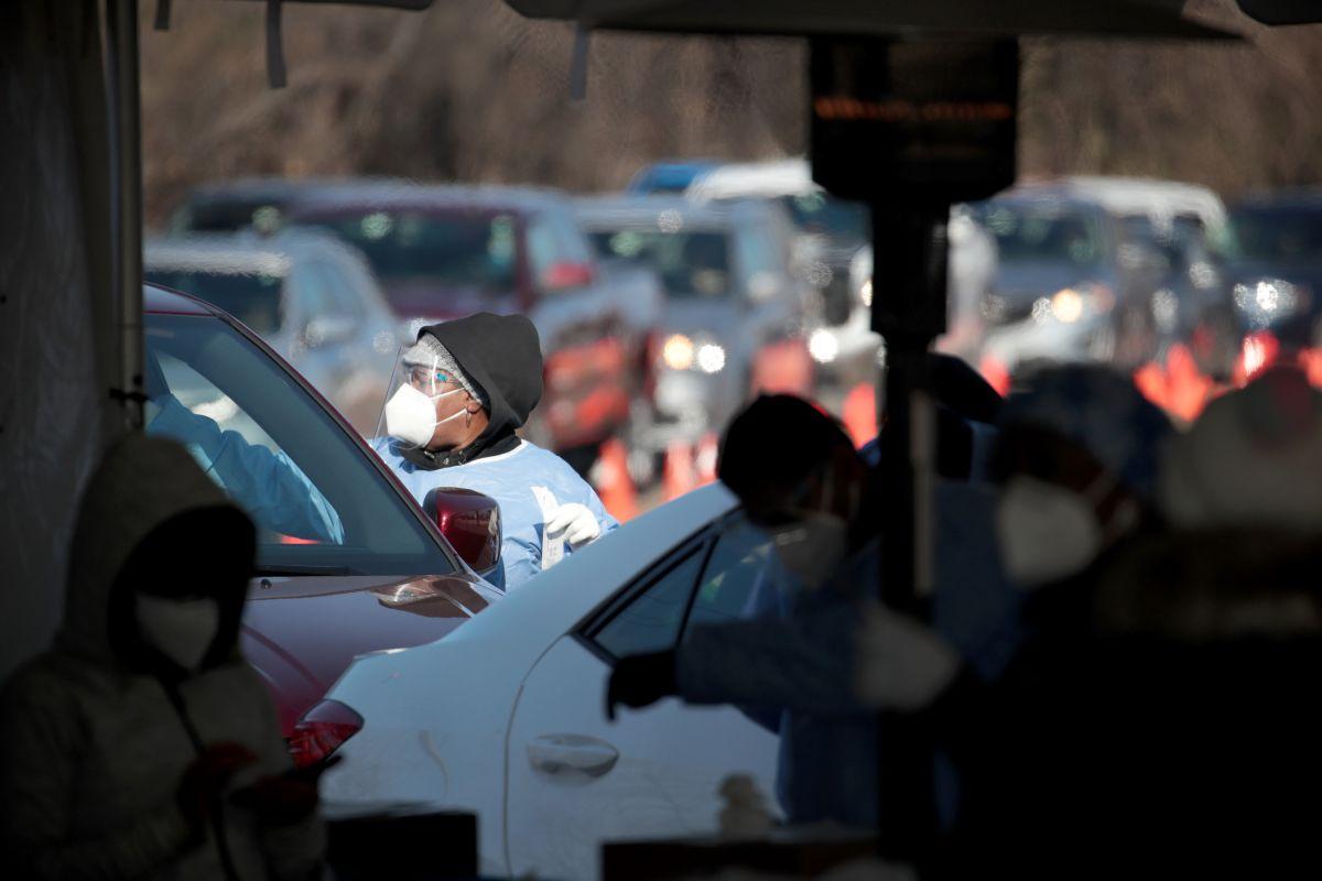 Illinois considera imponer una cuarentena obligatoria por la pandemia de COVID-19