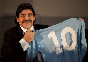 Celebridades del mundo de la farándula lloran la muerte de Maradona