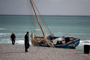 FOTO: Patrulla Fronteriza detiene a 6 inmigrante que llegaron en una embarcación a Florida