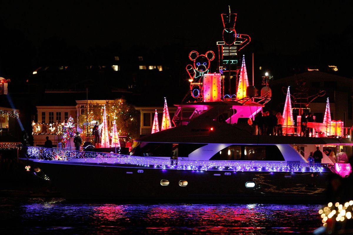 Newport Beach cancela su popular desfile de botes navideños por la pandemia