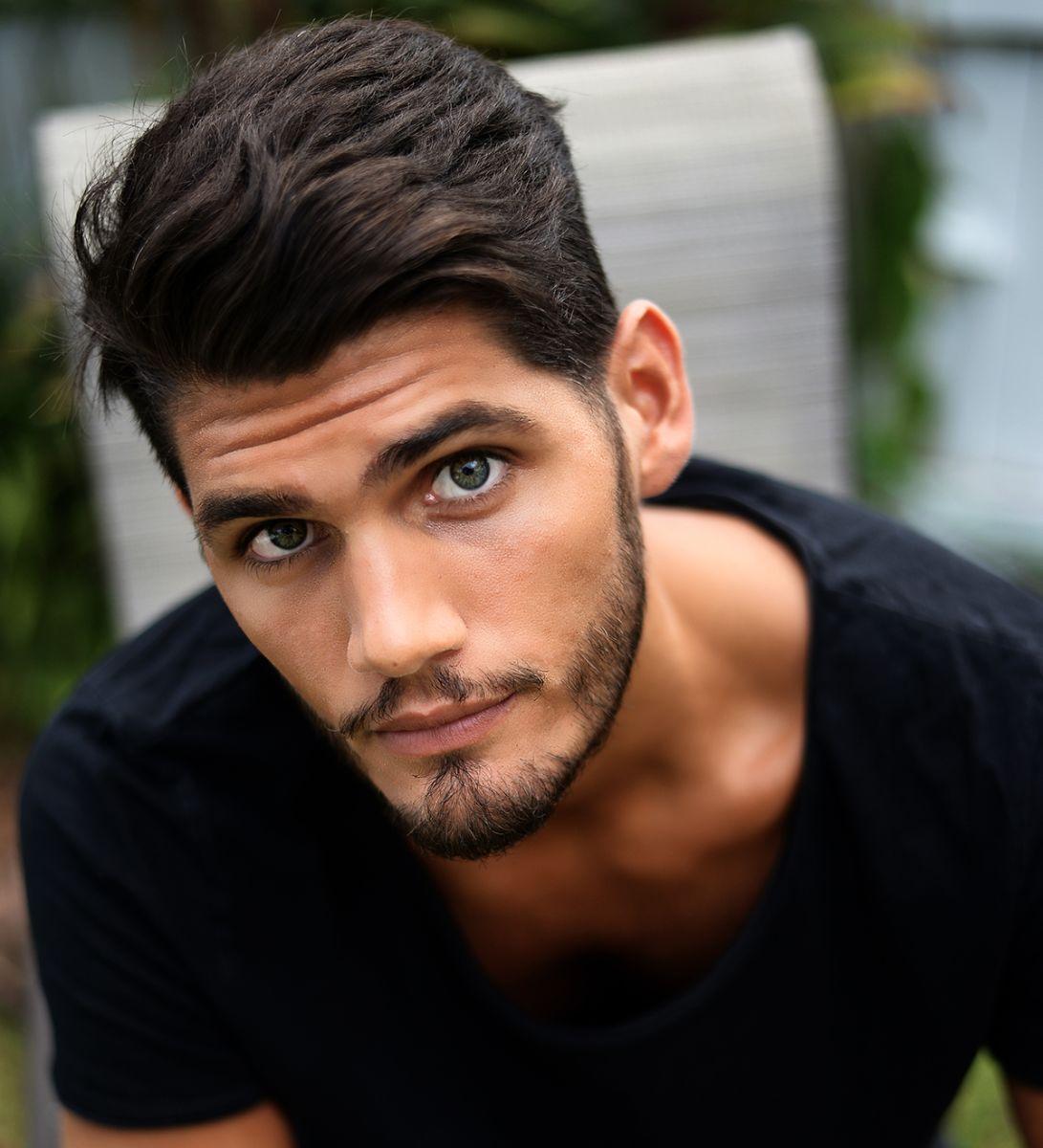 Mira las sexy fotos del periodista deportivo Juan Ignacio Riquelme