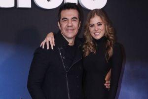 "Adrián Uribe se casó con la modelo Thuany Martins: ""Les presento a mi esposa"""