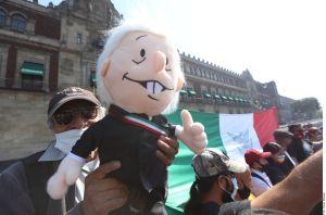 Realizan protestas en México a favor y en contra de AMLO