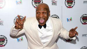 Mike Tyson come hongos alucinógenos en plena entrevista