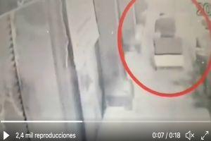 VIDEO: Captan momento exacto en que narco transporta cuerpos de niños mutilados