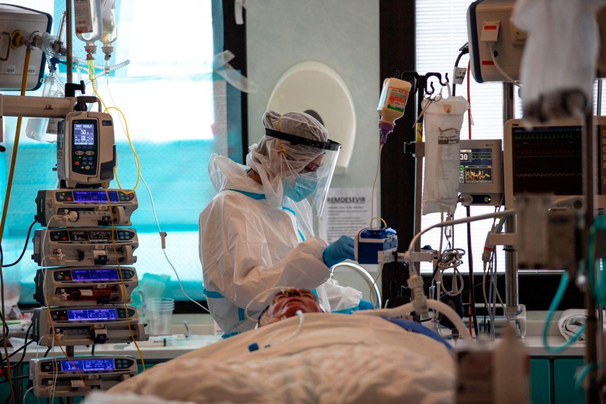 Video muestras las largas filas que hay en Los Ángeles para hacerse prueba del coronavirus