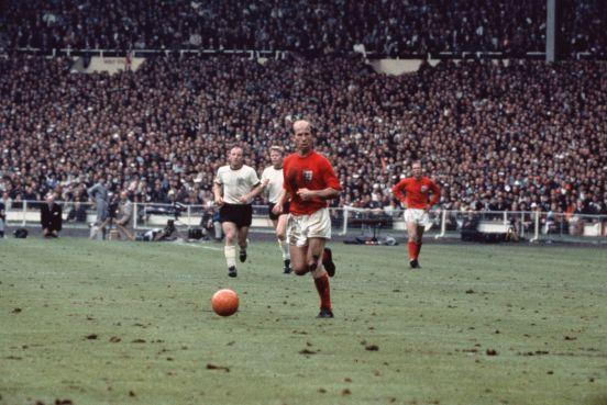 Bobby Charlton, campeón del mundo con Inglaterra en 1966.