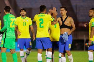 Uruguay se convierte en una víctima más de la perfecta Brasil que gana 2-0