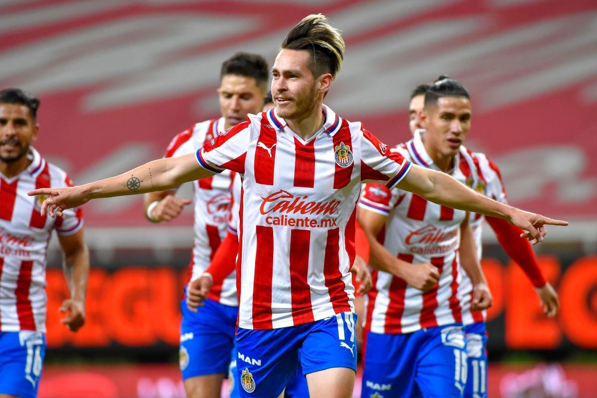 Chivas vuelve a la Liguilla después de tres años al vencer al Necaxa en Repechaje