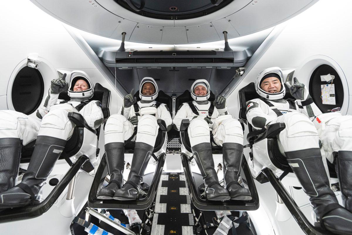Lanzamiento de SpaceX Crew-1: Cómo ver en vivo la misión de la NASA a la EEI el domingo