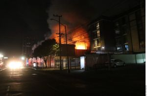 VIDEO: Momentos de tensión en Ciudad de México por incendio en instalaciones eléctricas
