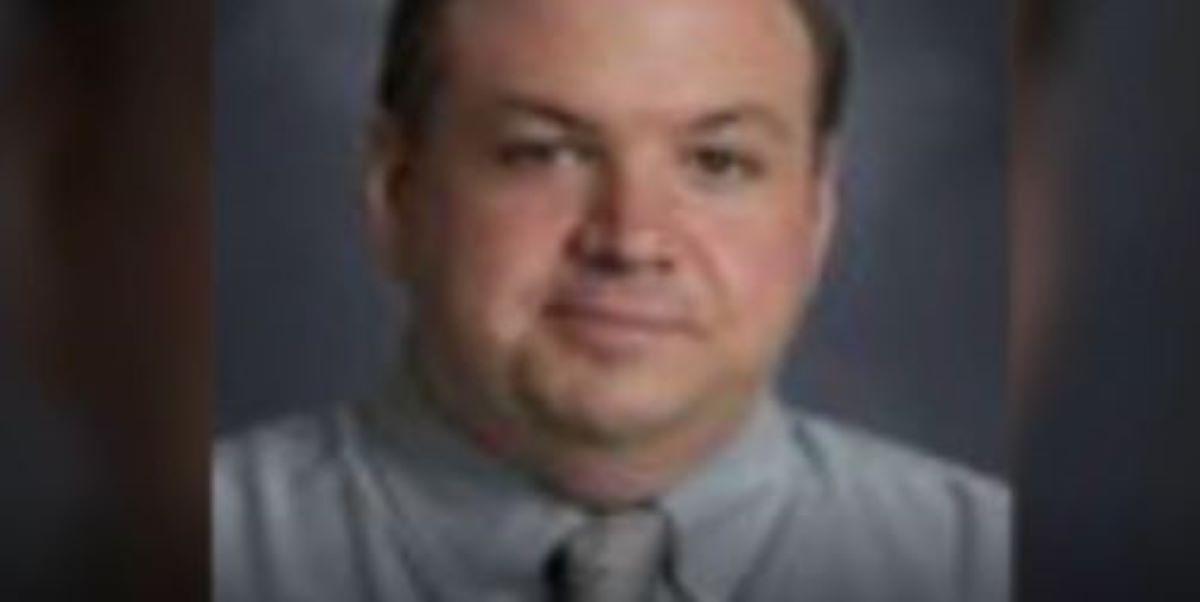 El educador Erick Matthew Smith.