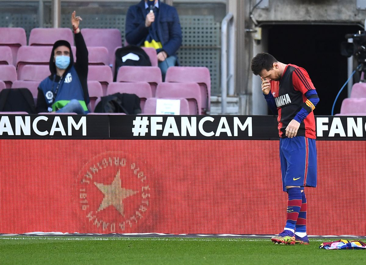 El Barcelona recibirá una multa por tributo de Lionel Messi a Maradona