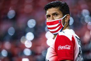 """Oribe Peralta estalla contra los indisciplinados de Chivas: """"No se dan cuenta que afectan a todo el grupo"""""""