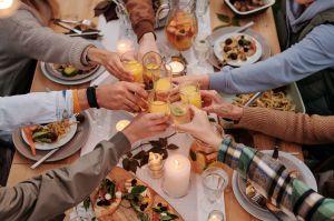 Doce miembros de una misma familia latina se contagian de COVID-19 tras una fiesta de cumpleaños