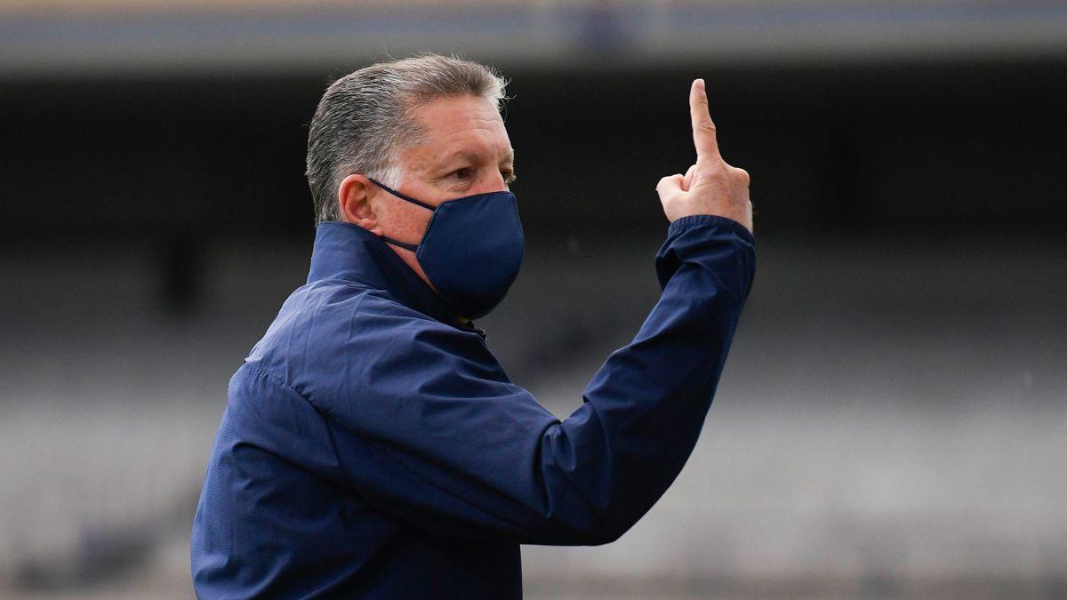 Pelaez pide habilitar al futbolista Ignacio Rivero de Cruz Azul.