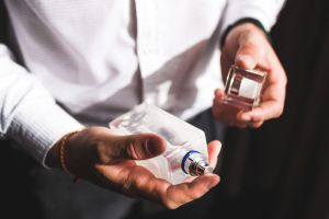 Mira los mejores descuentos en perfumes hombre por el Black Friday