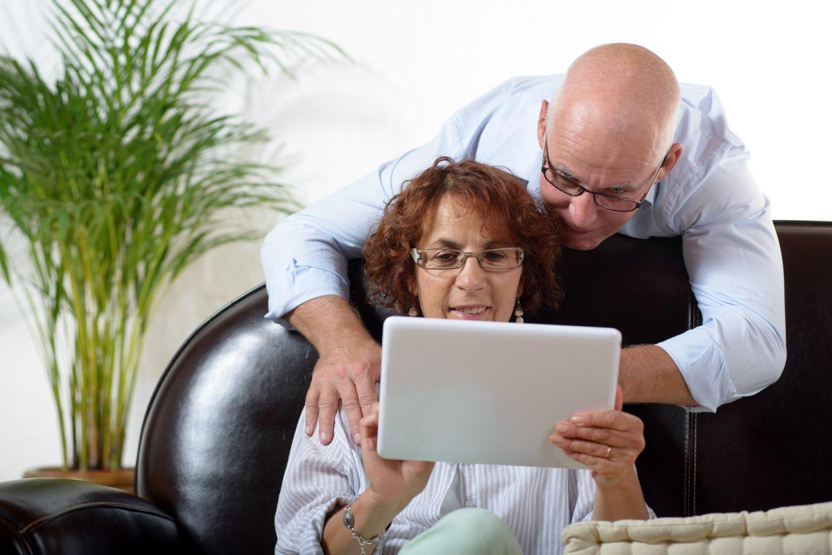 Electrónicos y tecnología fáciles de usar para personas mayores de 50 años